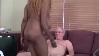Мохнатый писюн чпокает женщину от первого фейсы